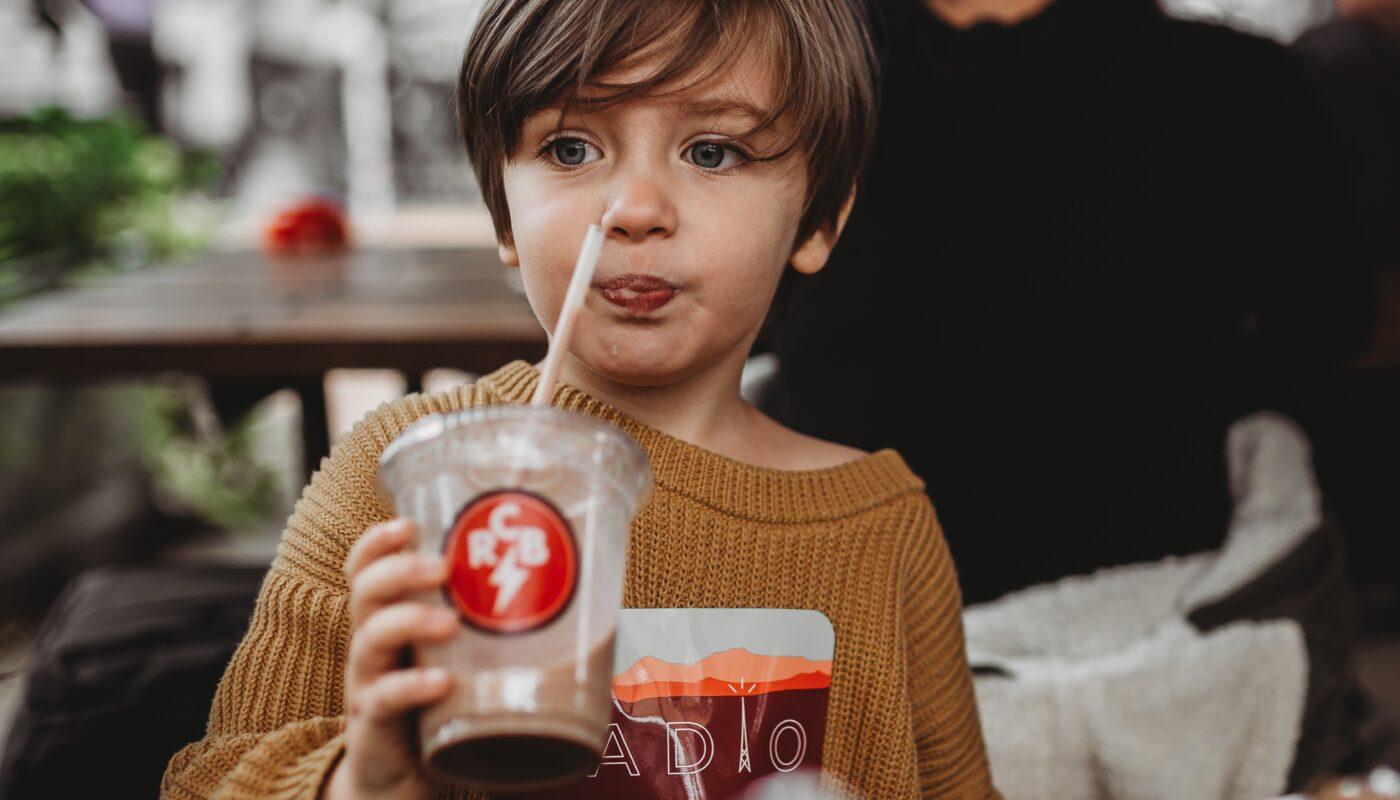 kid in restaurant